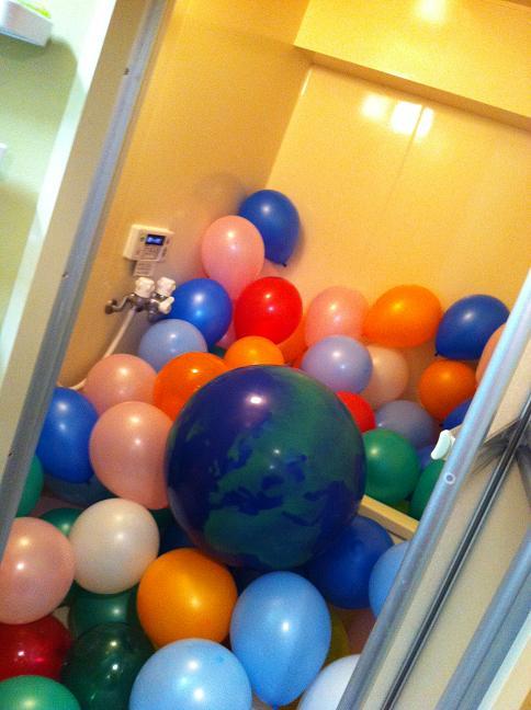 風船と浴室_org
